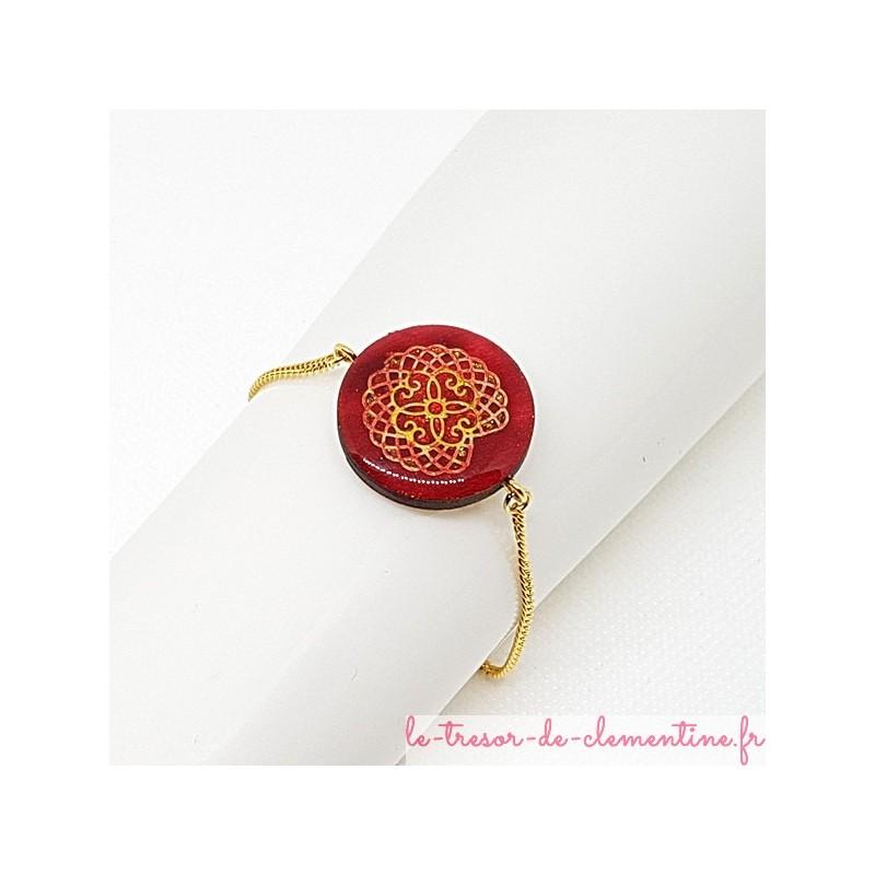 Ce bracelet femme médiéval rouge et or, très chic est une Création Le Trésor de Clémentine Artisanat d'Art