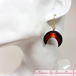 Paire de boucles d'oreilles femme en forme de croissant de lune tons Terre de feu Réalisation artisanale