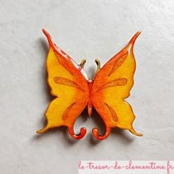 Magnet de collection papillon jaune orangé dégradé en bois, couleurs profondes aspect émail