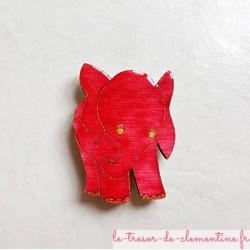 Magnet de collection éléphant rose cadeau utile qui fera toujours plaisir, en bois, couleurs profondes aspect émail.