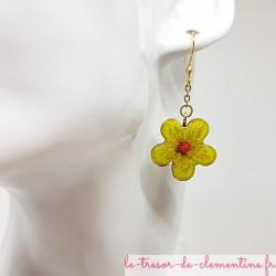 Boucle d'oreille pour femme avec fleur vert anis, rose et doré