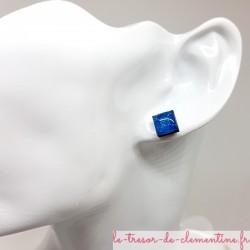 Petite puce d'oreille forme carrée turquoise et pailleté