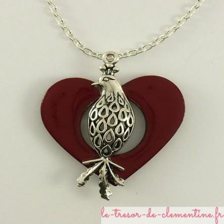 Pendentif oiseau métal argent sur coeur rouge en bois émaillé
