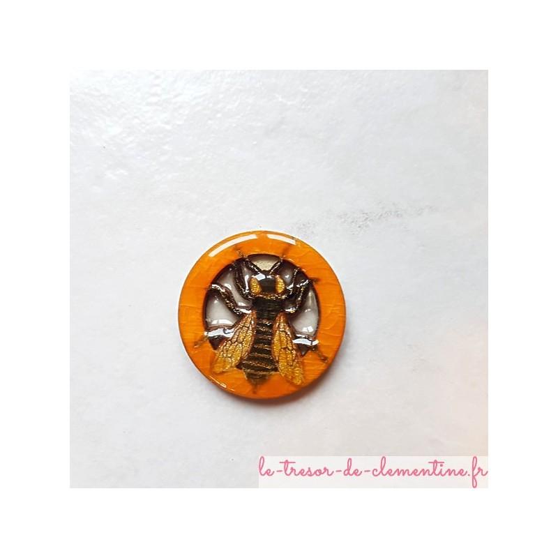 Broche fantaisie abeille cerclée ton miel et doré décor fait main
