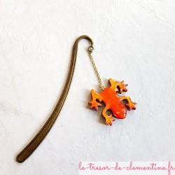 Marque page grenouille orange et décor métal bronze, un cadeau original et utile pour petits et grands lecteurs