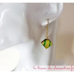 Pendants d'oreille forme petit berlingot vert et or, réversible  sur monture or en inox pour éviter les allergies