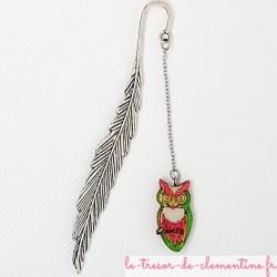 Marque page chouette rose, vert et or décor métal plumes