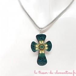 Collier femme Croix baroque turquoise et or avec chaîne 3 mm originale acier chirurgical, ne s'altère pas limite les allergies