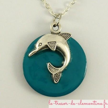 Pendentif avec dauphin en bois émaillé turquoise