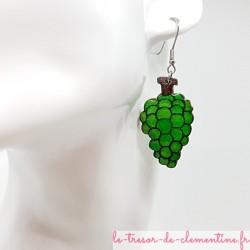 Boucle d'oreille fantaisie Grappe de raisin vert. Sur demande pour oreilles non percées (créole)