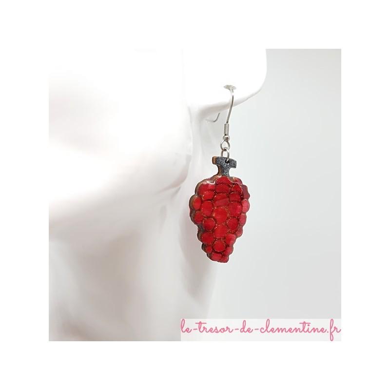 Boucle d'oreille fantaisie Grappe de raisin rouge. Sur demande pour oreilles non percées (créole)