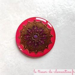 Broche vintage fushia à violet et bronze forme ronde aspect émail, fait main très légère