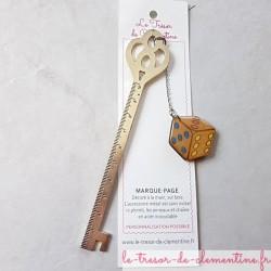 Marque-page forme dé et décimètre, bijou de livre pour un cadeau original et utile