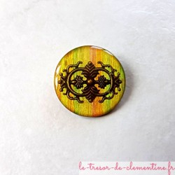 Belle broche fait main style vintage tons mordorés et bronze forme ronde aspect émail, décor fait main, très légère
