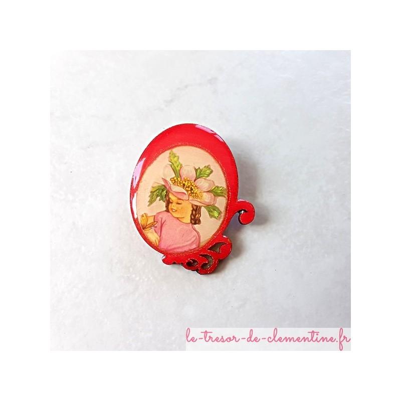 Broche artisanale romantique femme et chapeau à fleur rose décor fait main très légère à porter
