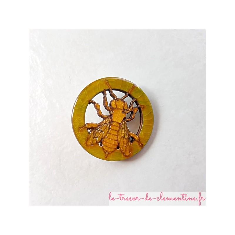 Broche fantaisie abeille cerclée ton miel et mordoré décor fait main