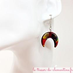 Boucles d'oreilles Croissant de Lune nébuleuse mordoré décor fait main, très légères et confortable à porter
