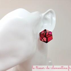 Bouton boucle d'oreille femme vitrail camaïeu de rouge et rose chic forme hexagonale