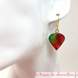 Boucles d'oreilles fantaisie perle de rosée vert, rouge et feu fait main