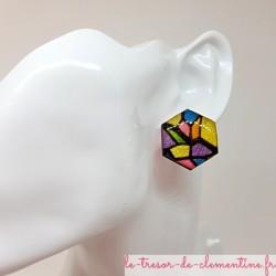 Bouton puce d'oreille femme vitrail  multicolore irisé chic forme hexagonale fait main