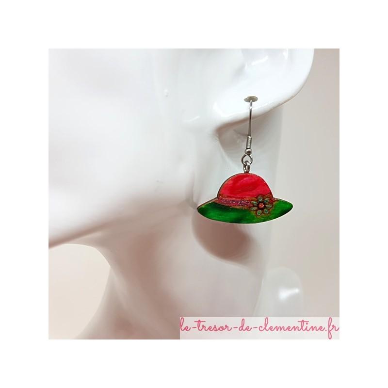 Boucle d'oreille fantaisie forme chapeau fushia, vert et argent fait main