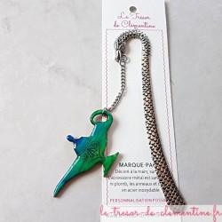 Ce Marque-page lampe d'Aladin bijou de livre tons dégradé de turquoise, fait main support métal dragon véritable bijou de livre