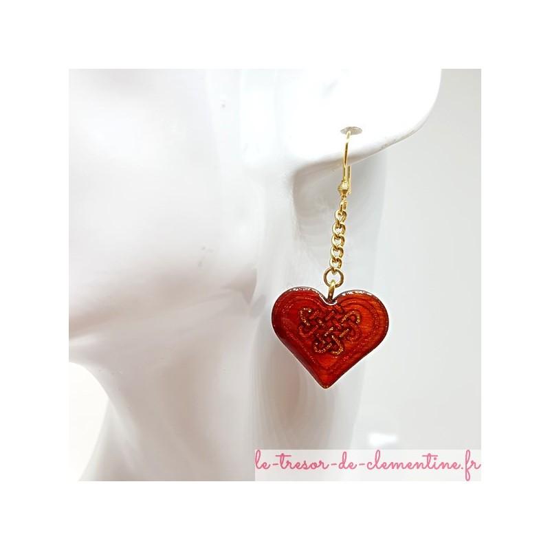 Pendants d'oreille coeur et triskèle rouge et or sur chaîne bijou pour femme