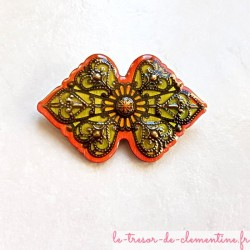 Broche fantaisie style baroque ou médiéval orange, vert amande et bronze fait main #brochebaroque #brochefemme #brocheartisanale