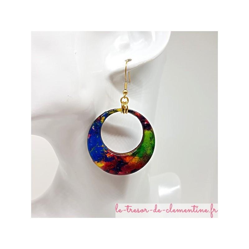 """Paire de boucles d'oreilles Créoles, """"Notre terre"""" tons multicolore bleu/rouge/vert/orange/fushia et dormeuse couleur dorée"""