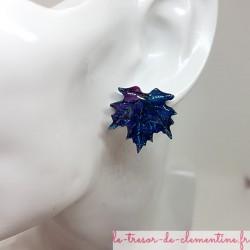 Bouton d'oreille fantaisie femmeou Puce feuille d'érable ton bleu à mauve pailleté