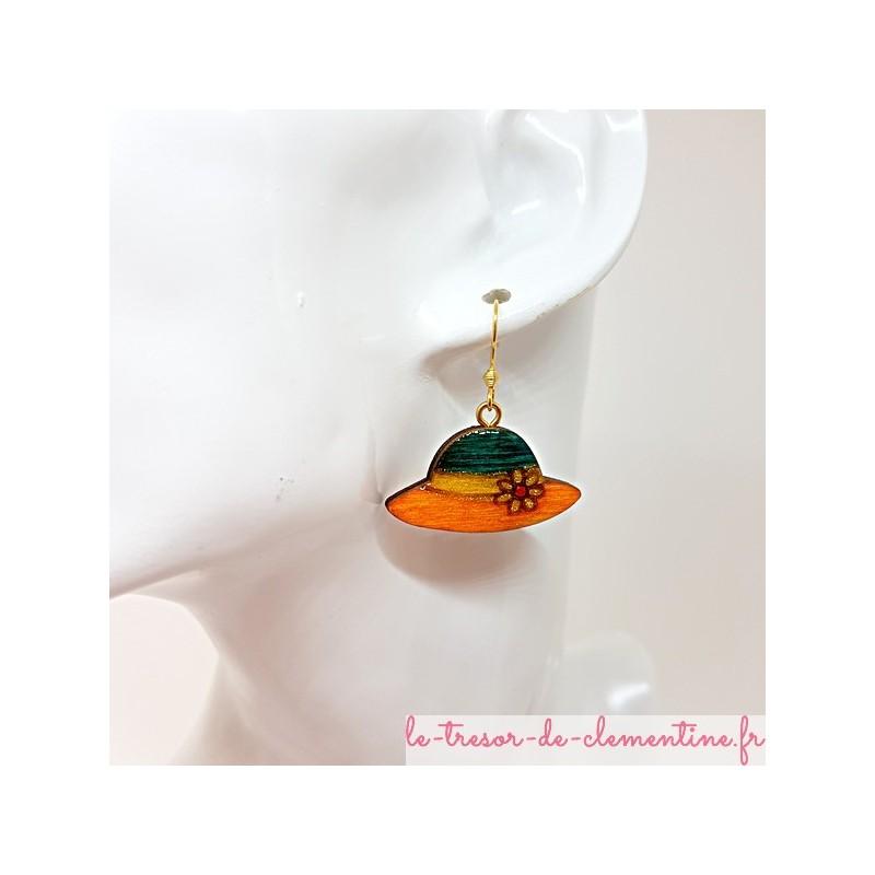 Boucle d'oreille fantaisie femme petit chapeau orangé et vert taille moyenne