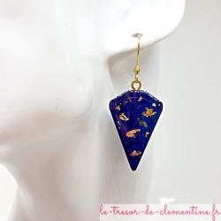 Boucle d'oreille pendante femme bleu outremer pailleté or et argent triangle tronqué