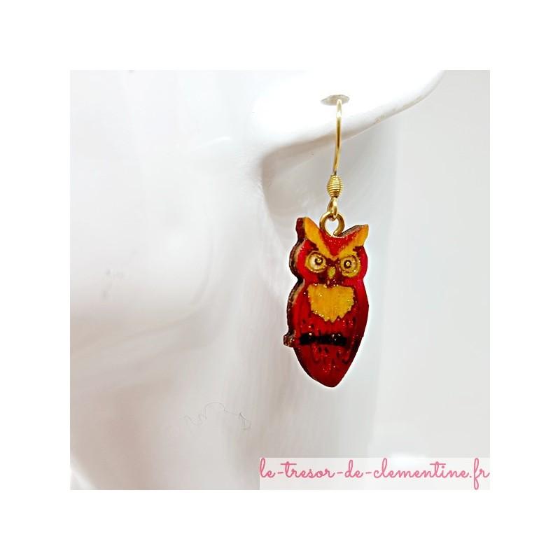 Boucles d'oreilles fantaisie femme forme chouette tons rouge et orange monture dorée