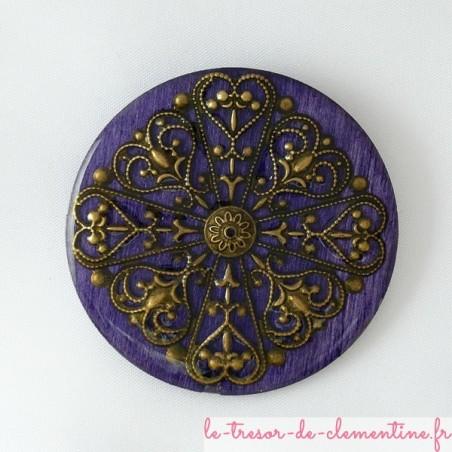 Broche ronde style baroque ou médiéval violet