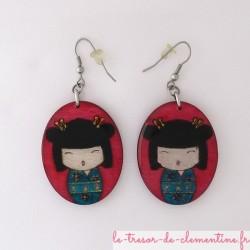 Poupée japonaise rose et turquoise - boucles d'oreilles
