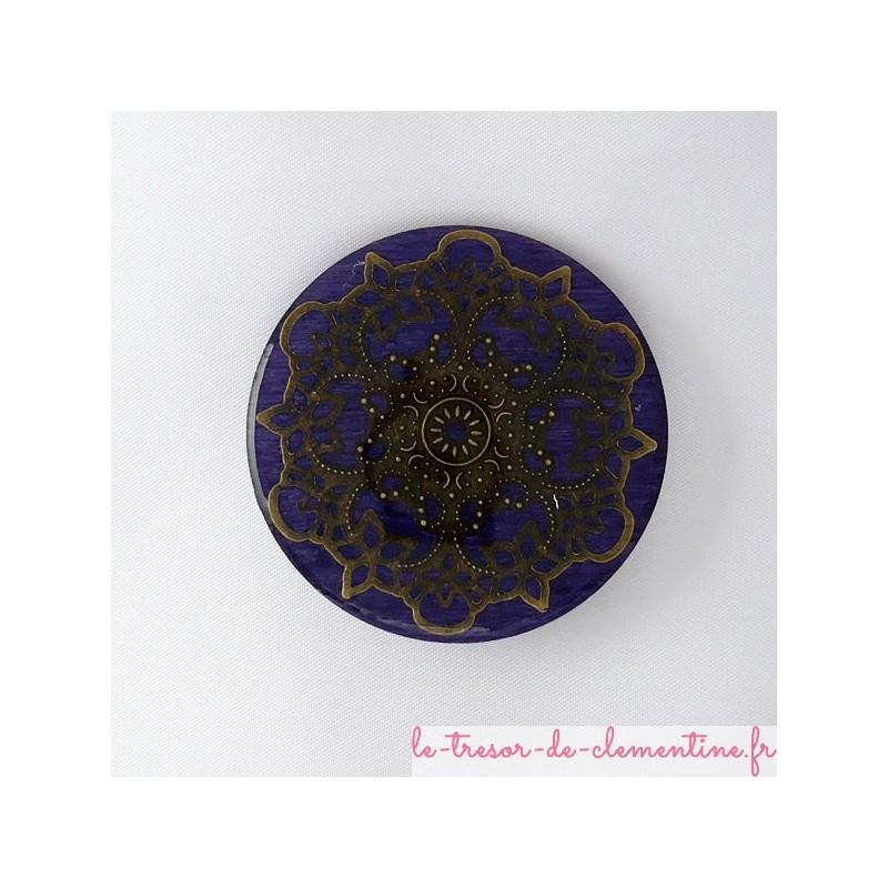 Broche rosace style baroque ou médiéval violet