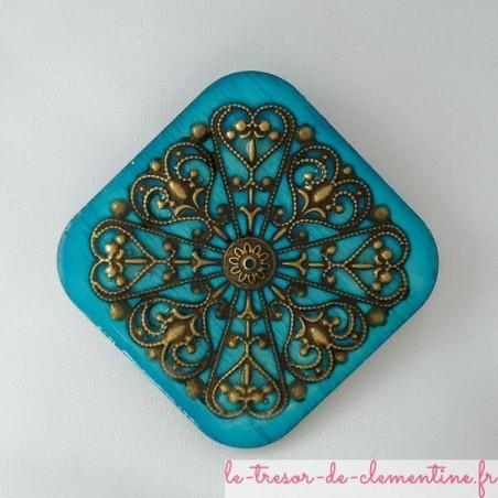 Broche style baroque ou médiéval losange turquoise