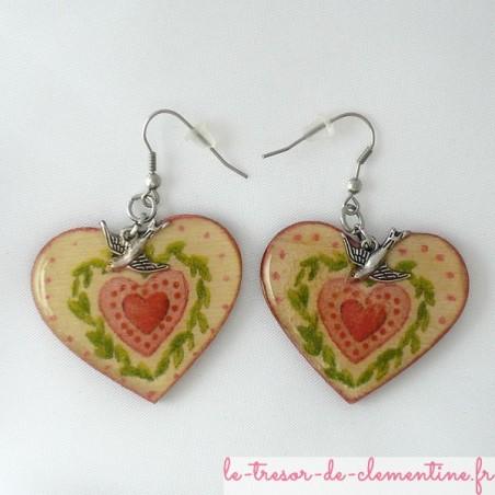 Boucles d'oreilles décor coeur et hirondelle