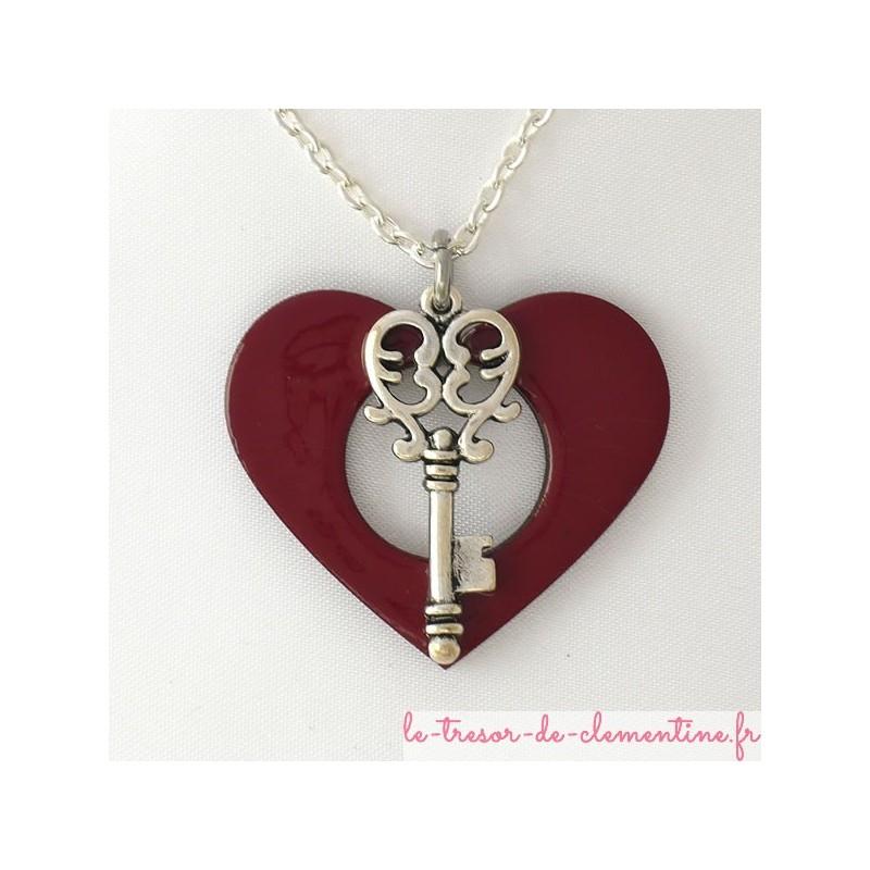 Pendentif clé métal argent sur coeur rouge émaillé