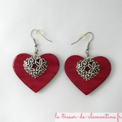 Boucles oreilles coeur rouge et filigrane