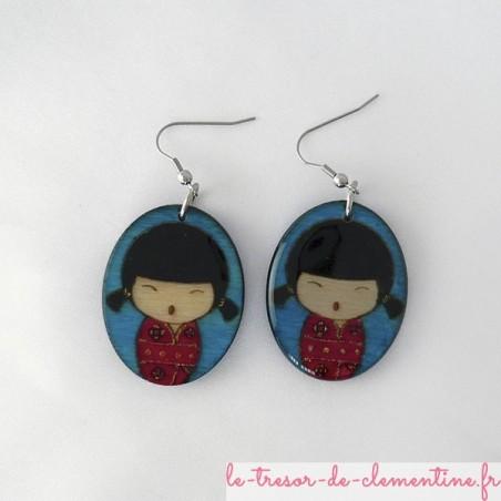 Poupée japonaise rouge et bleu couettes - boucles d'oreilles