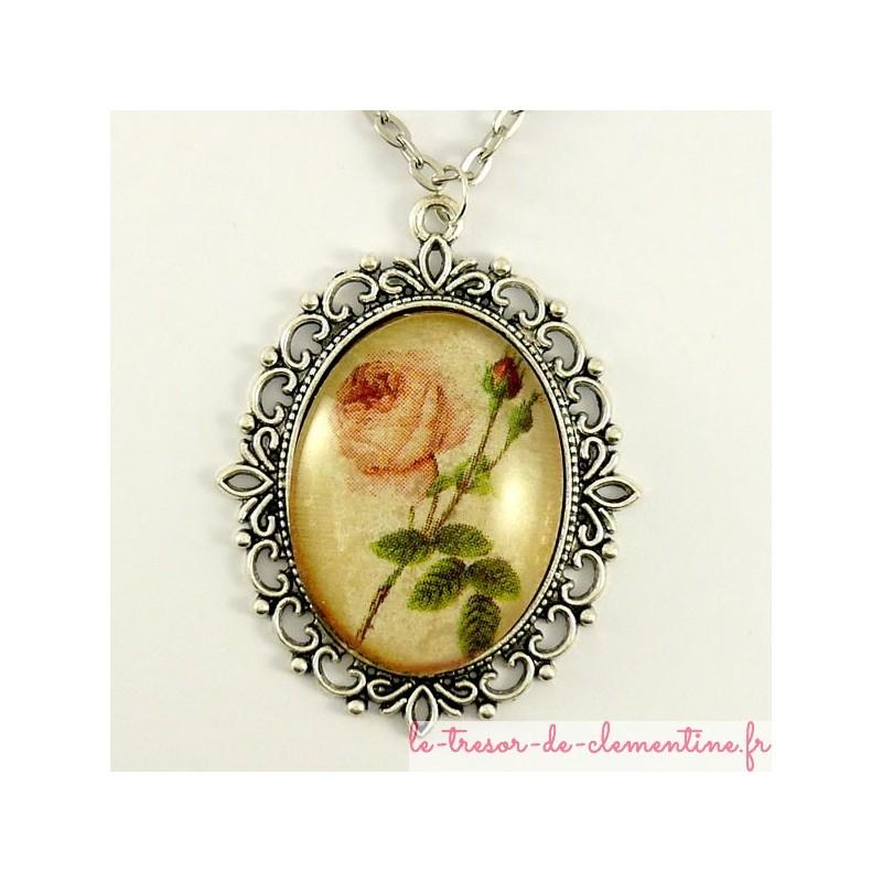 Pendentif médaillon à décor de rose