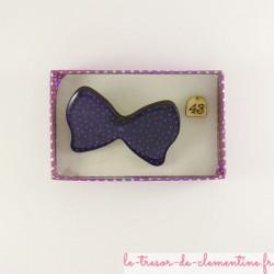 Broche originale noeud papillon violet, fabrication artisanale, bijou fantaisie associé personnalisable