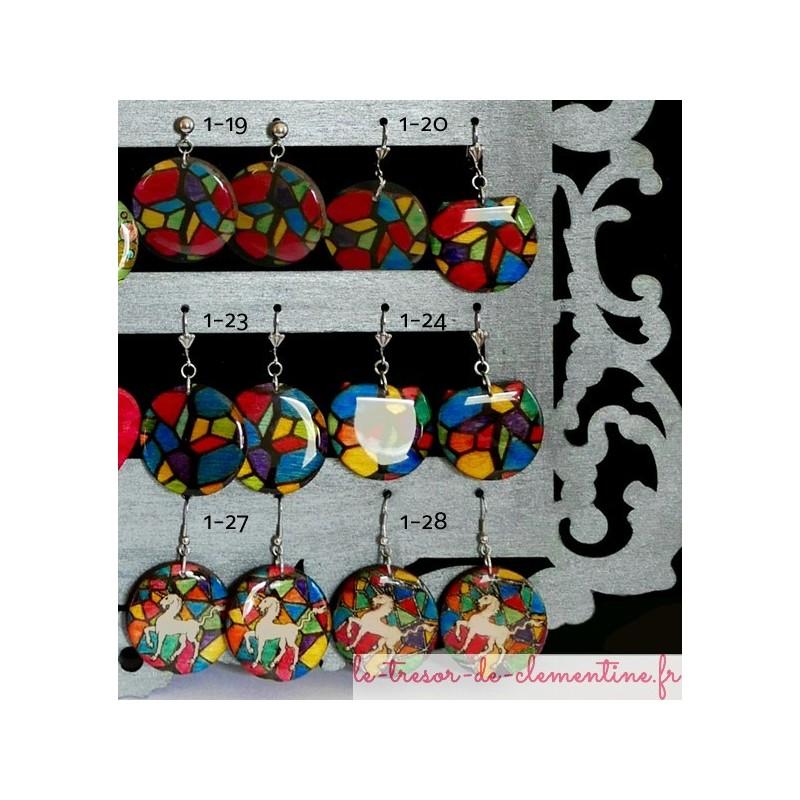 boucle d'oreille Licorne et vitrail,boucle d'oreille fantaisie style médiéval, bijou unique très léger, acier inoxydable