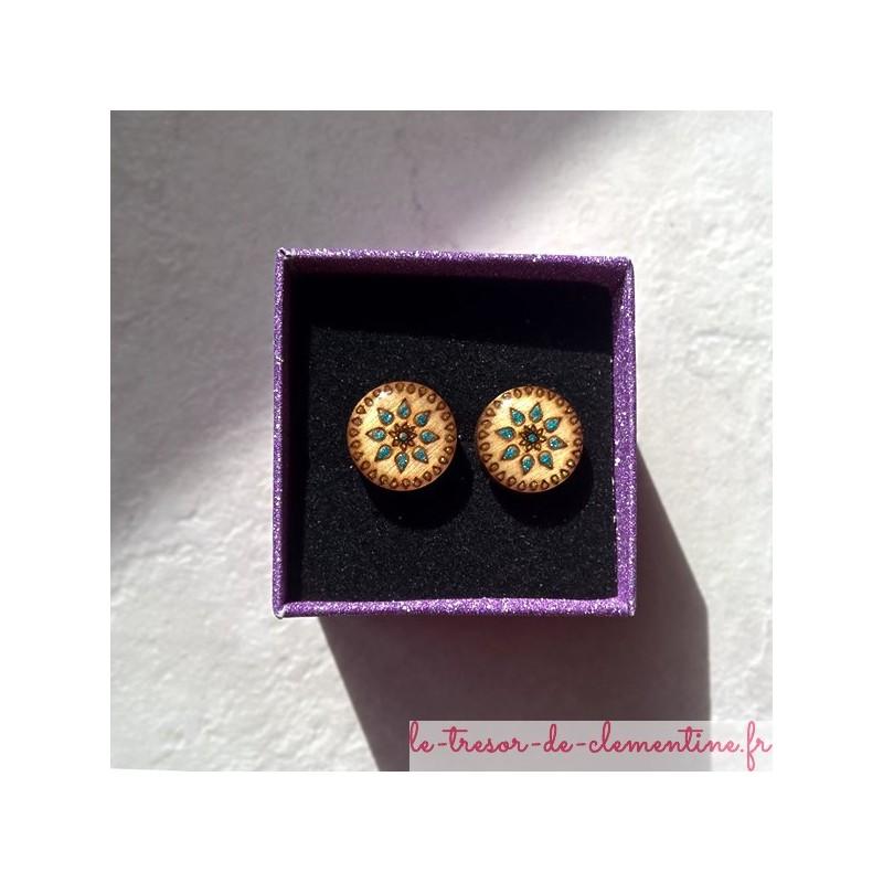 Puce d'oreille soleil turquoise, boucle d'oreille fantaisie de petite dimension, personnalisable sur demande