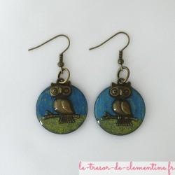 Boucle d'oreilles fantaisie Chouette turquoise et bronze  Paire de boucles d'oreilles sur monture bronze