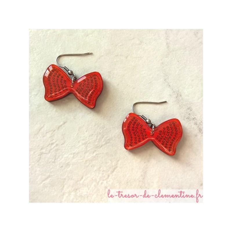 Boucle d'oreille fantaisie Noeud papillon rose réalisée par Clémentine Créateur de bijoux, réalisation artisanale