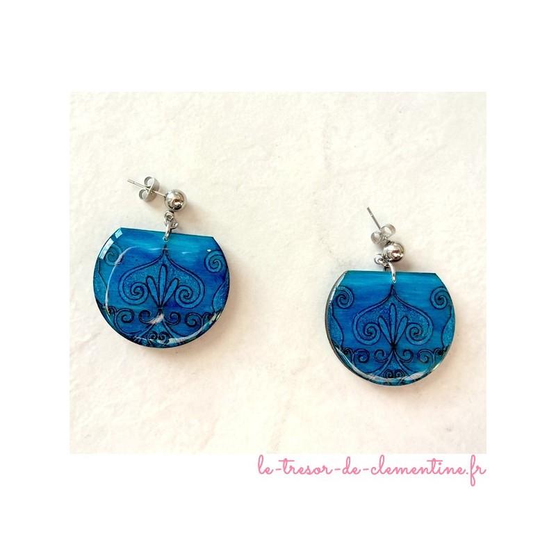 Boucle d'oreille médiévale bleue forme tronquée style baroque bijou médiéval