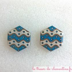 Boucle d'oreille bouton bleu blanc hexagone à vague, décor original, bijou de créateur