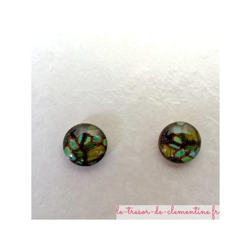 Puce d'oreille vitrail vert oreille non percée bijou artisanal peut être réalisé pour oreille percée autres couleurs sur demande